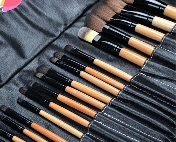 bois noir 32 pi ces kit brosse pinceaux de maquillage. Black Bedroom Furniture Sets. Home Design Ideas